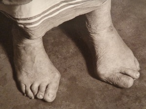 mother-teresa-of-calcutta-bare-feet